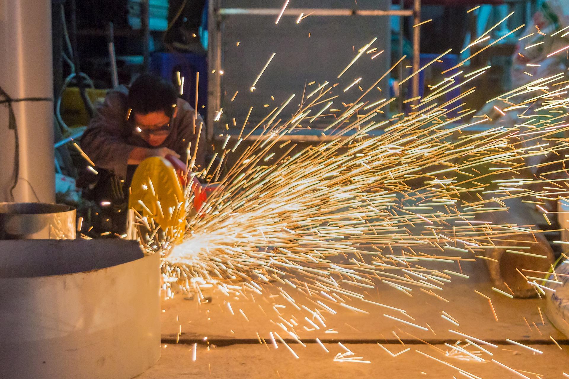 Росстат представил данные о промышленном производстве в России в январе - августе 2019 года